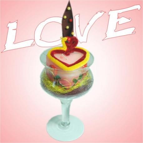 Valentínska dekorácia v pohári