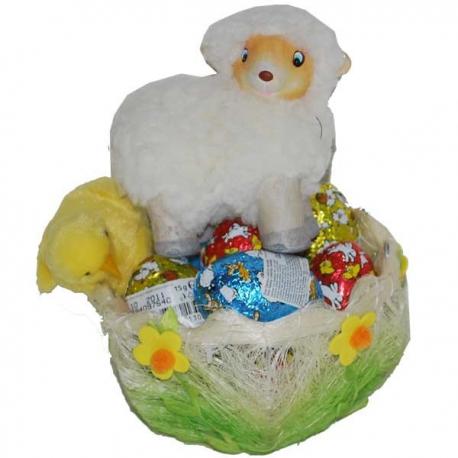 Jarný košík s ovečkou a čokoládovými vajíčkami
