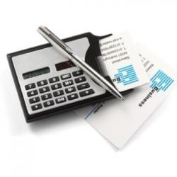 Kalkulačka s viztkárom a perom