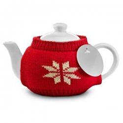 Štýlový čajník s červeným pleteným svetrom