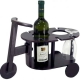Drevený stolík na víno a poháre