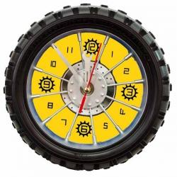Hodiny pre motoristov v pneumatike