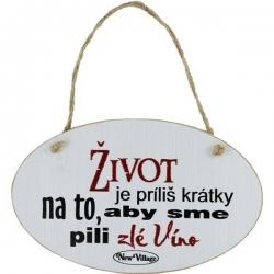 Drevená tabuľka s nápisom Život je príliš krátky na to, aby sme pili zlé víno
