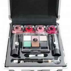 Kozmetický kufrík s líčidlami pre dievča