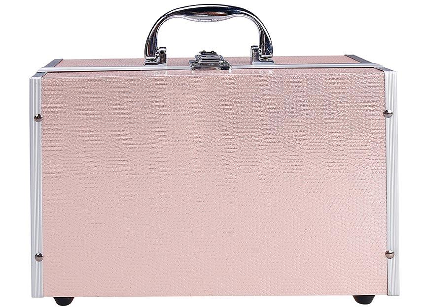 Detail na zatvorený kozmetický kufrík