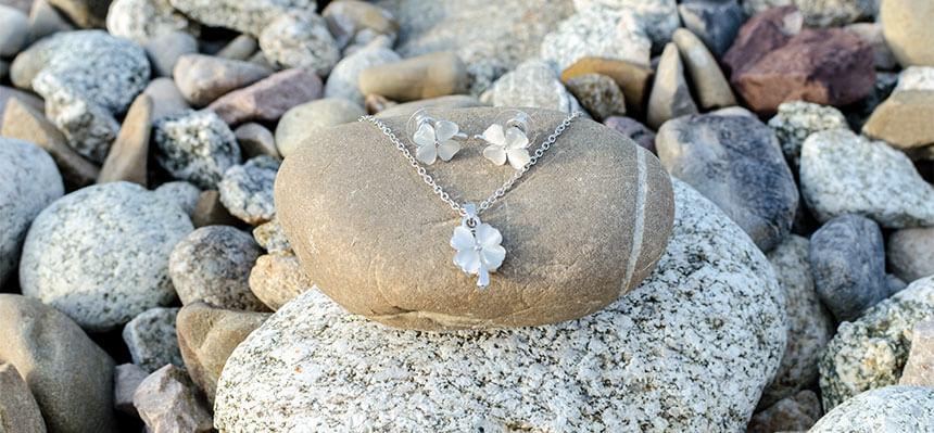 Set pre ženu náhrdelník a náušnice štvorlístok
