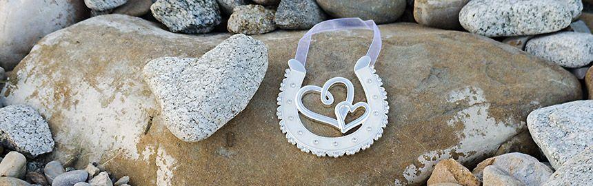 Podkovička pre šťastie s ornamentom a srdiečkami