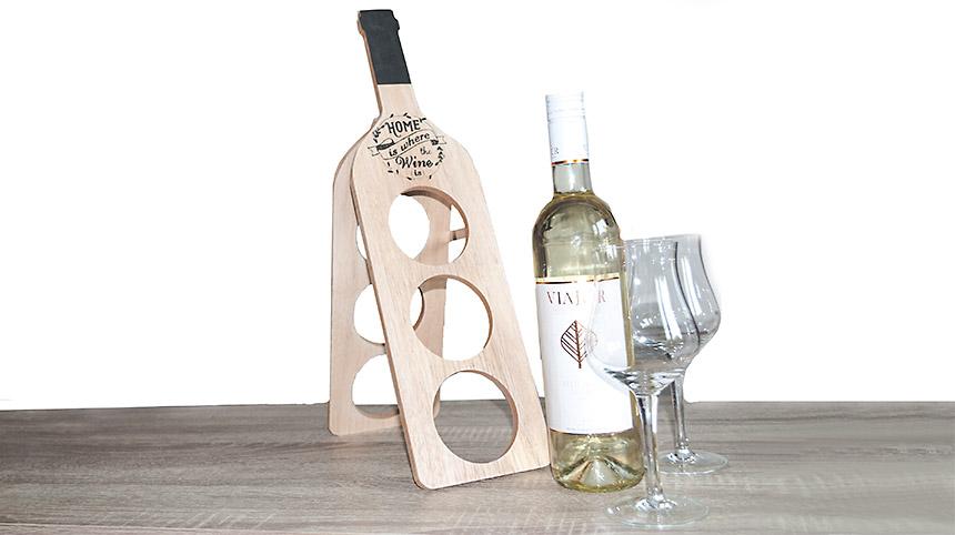 Stojan na víno s pohárikmi a vínom - ukážka servírovania