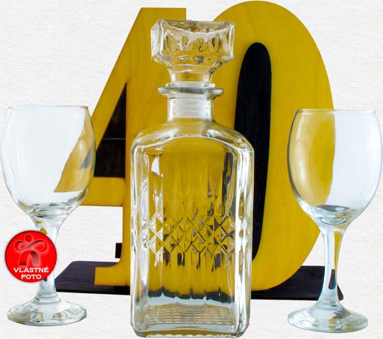 Detail fľaše s pohármi na 40 narodeniny