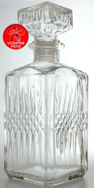 Krásna sklenená fľaša pre tridsiatnika