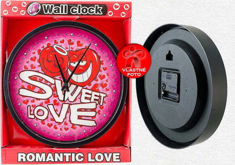 Detail hodín Sweet love v darčekovom balení a zo zadnej strany