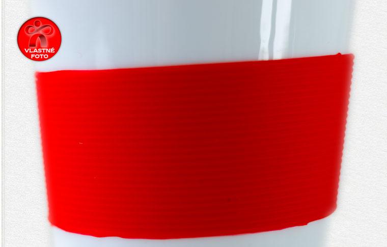 Detail silikónového pásika na šálke