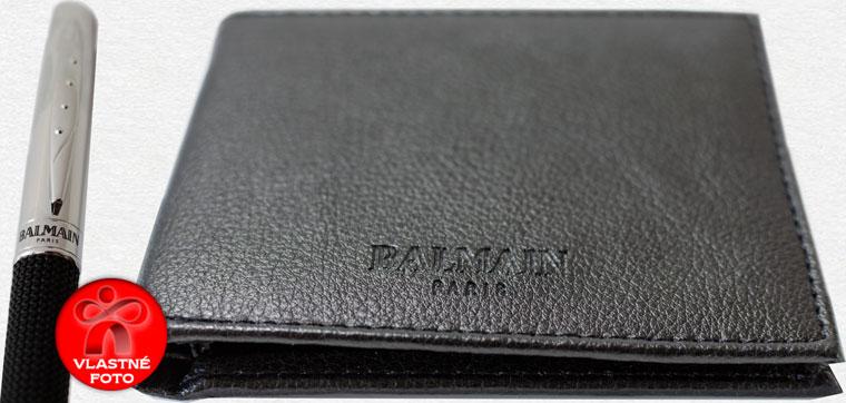 Detail na logo Balmain