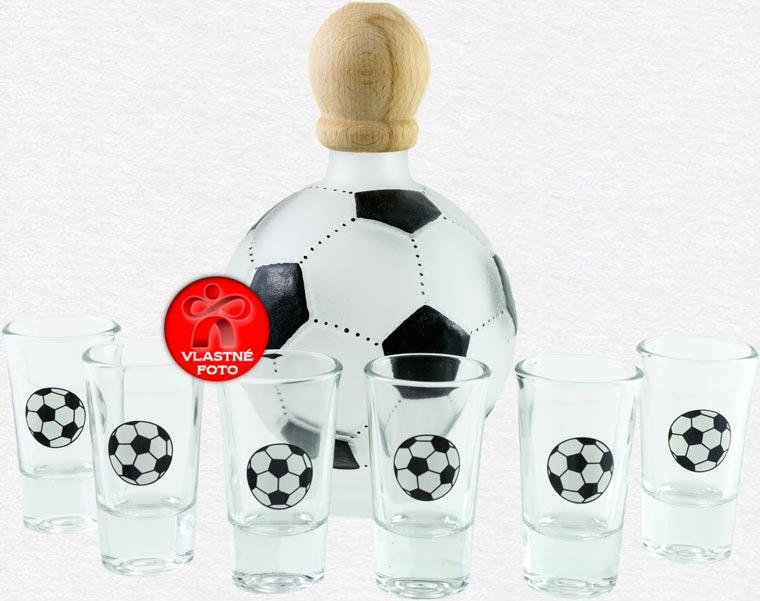 Detail futbalovej fľaše s pohárikmi