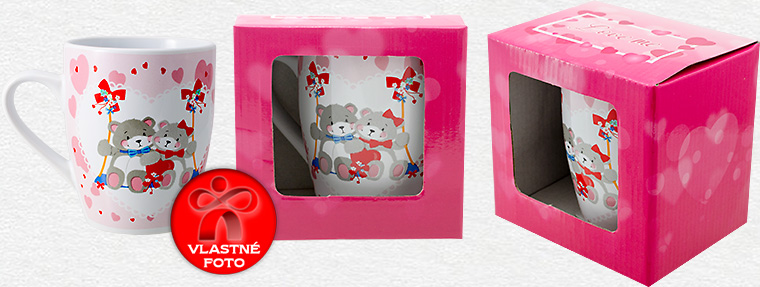 Detail na hrnček z druhej strany a darčekovú krabičku