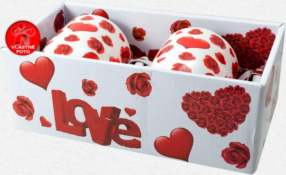 Detail darčekovej krabičky s nápisom LOVE