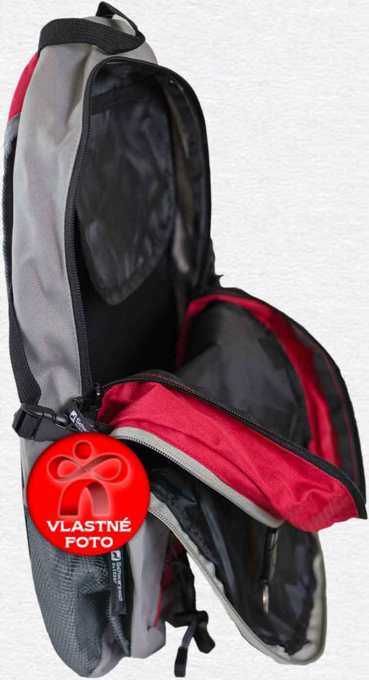Pohľad na batoh z bočnej strany s otvorenými prepážkami