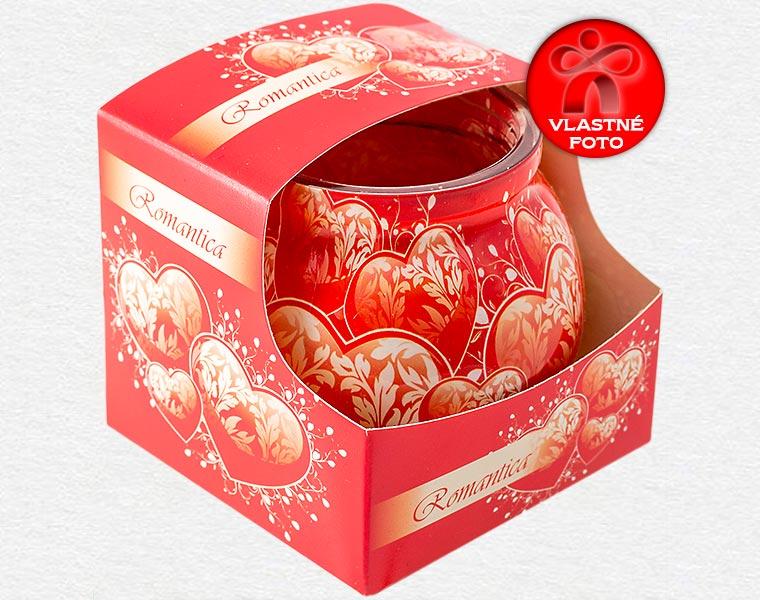 Detail darčekového balenia sviečky so srdiečkami na Valentína